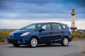 2013_toyota_prius_v_two_and_three_002_635